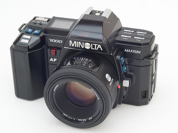 Minolta Maxxum 7000 from a later production run- The X's are uncrossed, the result of legal action from Exxon. (Source) (1985 Maxxum 7000)